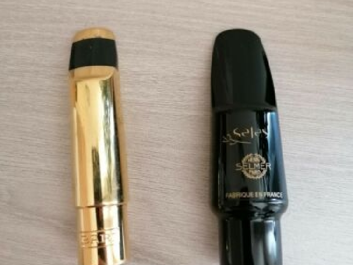 Alto saxophone mouthpieces Selmer Prologue and Bari metal gold plated. Sax bec
